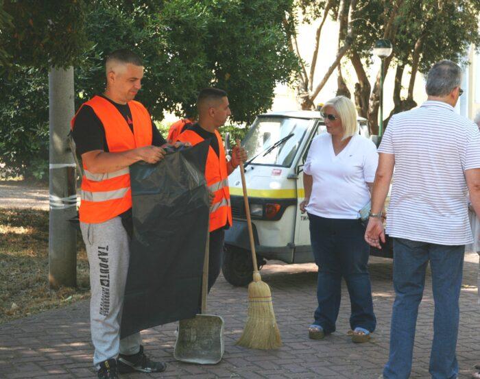 Εργασίες καθαρισμού στον  Τινάνειο Κήπο από τον Δήμο Πειραιά