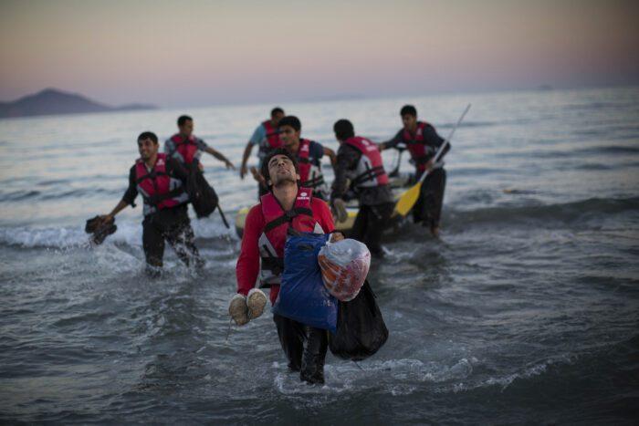 Ο ΣΥΡΙΖΑ ζητάει να σταματήσουν οι επαναπροωθήσεις προσφύγων