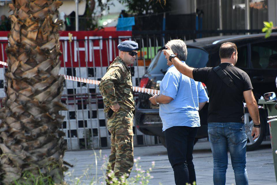 Κερατσίνι: Ο στρατός εξουδετέρωσε την χειροβομβίδα (φώτο)