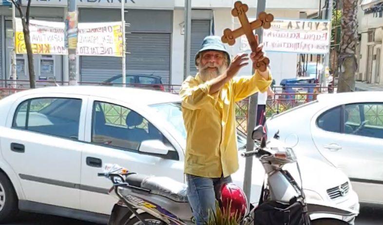 Ο τροχονόμος με τον Σταυρό !! (videos)
