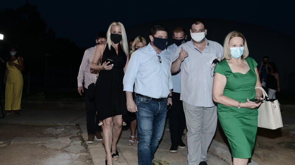 Ο Νίκος Χαρδαλιάς, οικογενειακώς, στο «Δελφινάριο»