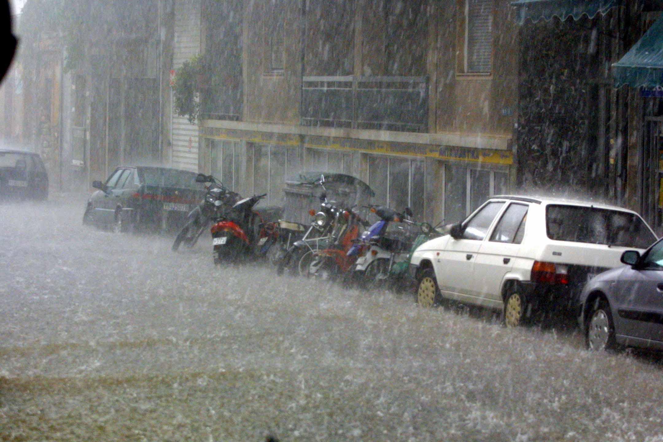 Πλημμύρες στην Εύβοια: Συγκλονιστικά βίντεο μετά τη νεροποντή