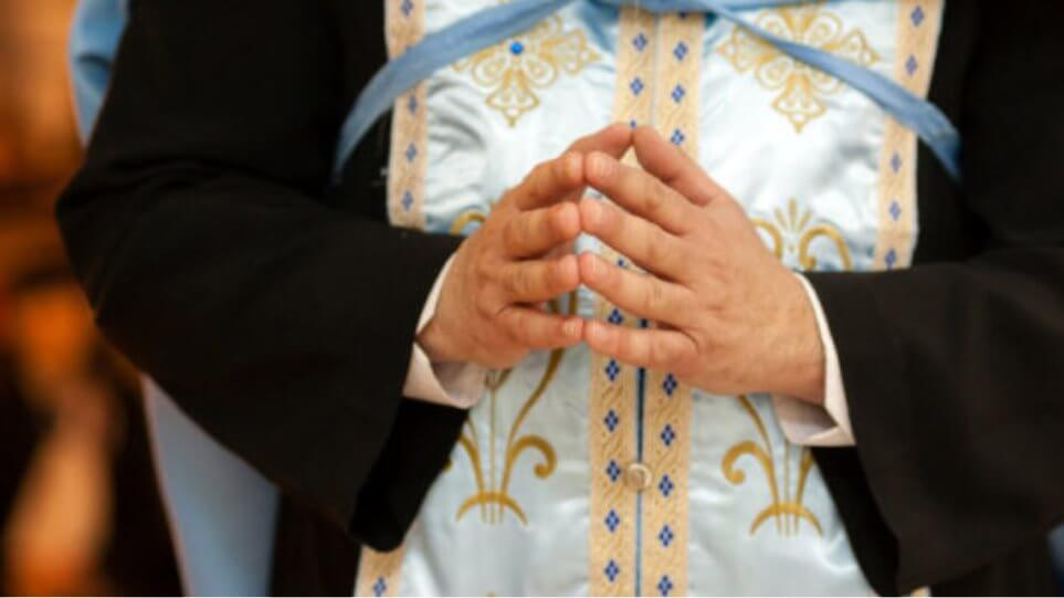 Κάλυμνος: Συνέλαβαν τον ιερέα που προέτρεπε τον κόσμο να μην φοράει μάσκες