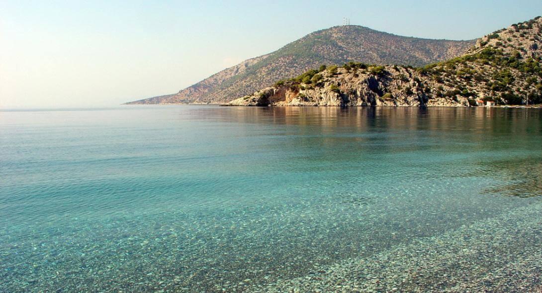 Αυτές βγήκαν οι κατάλληλες παραλίες για μπάνιο σε όλη την Αττική!
