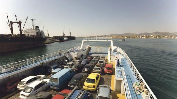 Μπάχαλο στο Φέρι Μποτ για Σαλαμίνα - Ιερέας δεν έβαζε μάσκα και το πλοίο δεν έφευγε (Βίντεο)