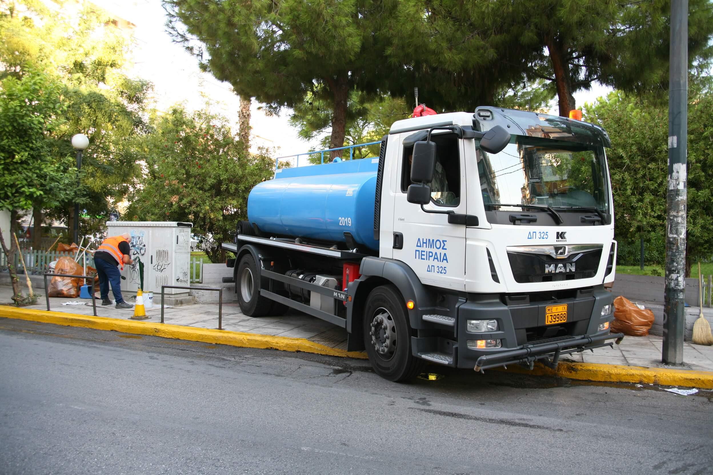 Ο Δήμος Πειραιά συνεχίζει τις στοχευμένες δράσεις καθαρισμού σε διάφορα σημεία της πόλης