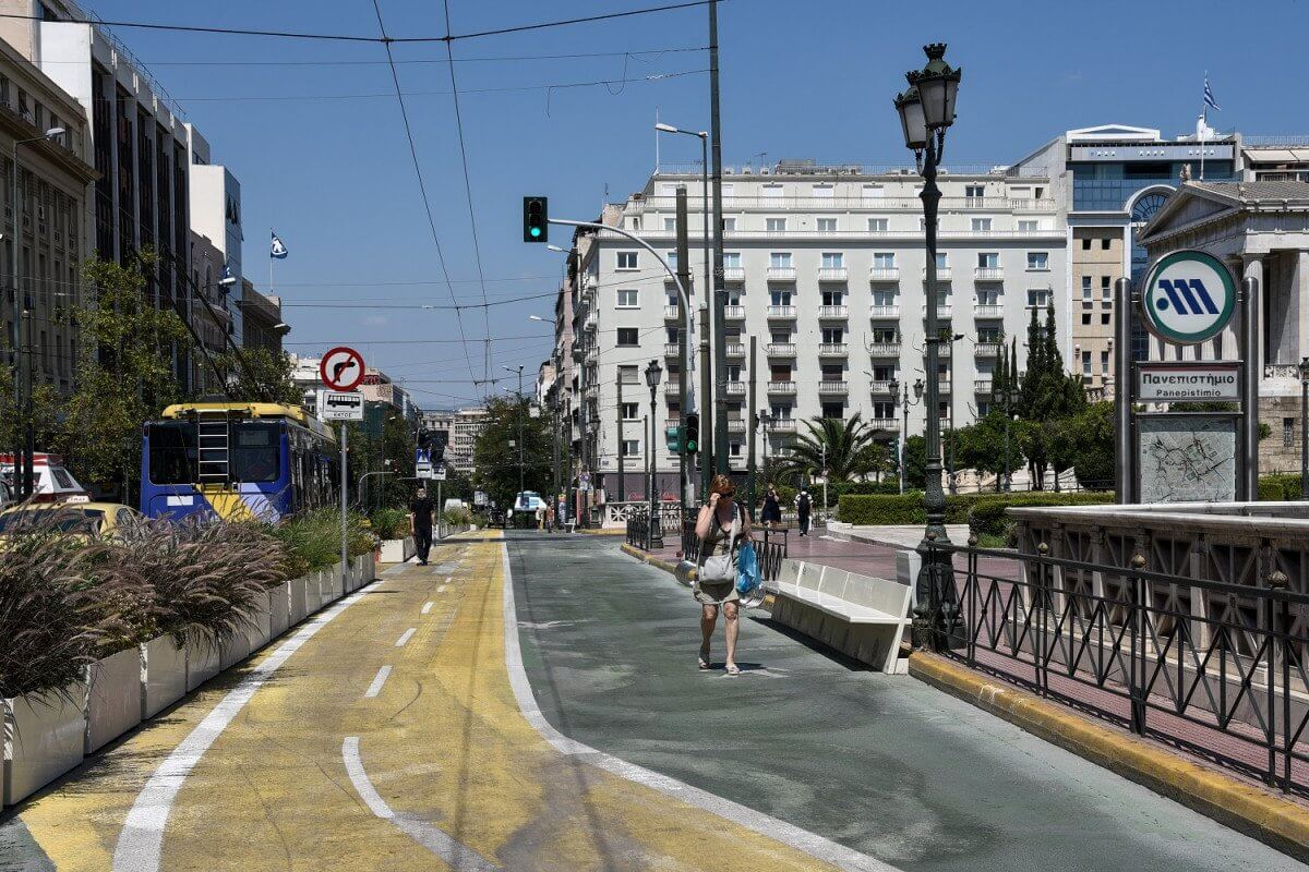 Αθήνα : Φύτεψαν... φούντες στις ζαρντινιέρες του Μεγάλου Περίπατου
