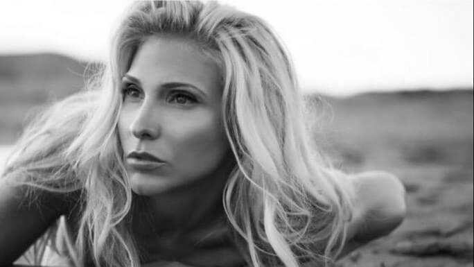 «Θα αλλάξουνε πολλά»: Το νέο single της Αγγελικής Δάρρα
