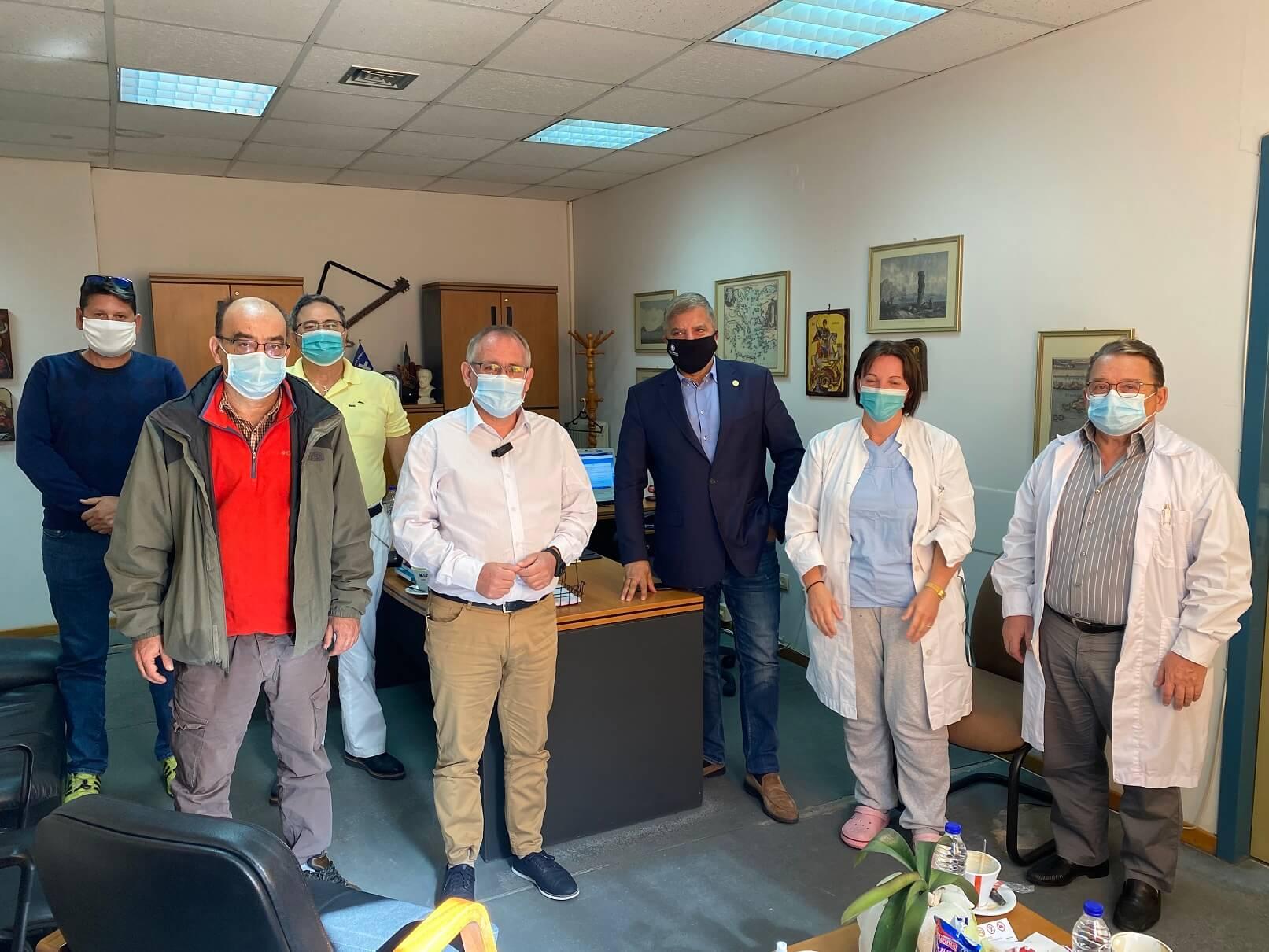 Συναντήσεις με το ιατρικό προσωπικό των νοσοκομείων της  Σάμου είχε σήμερα ο Γιώργος Πατούλης