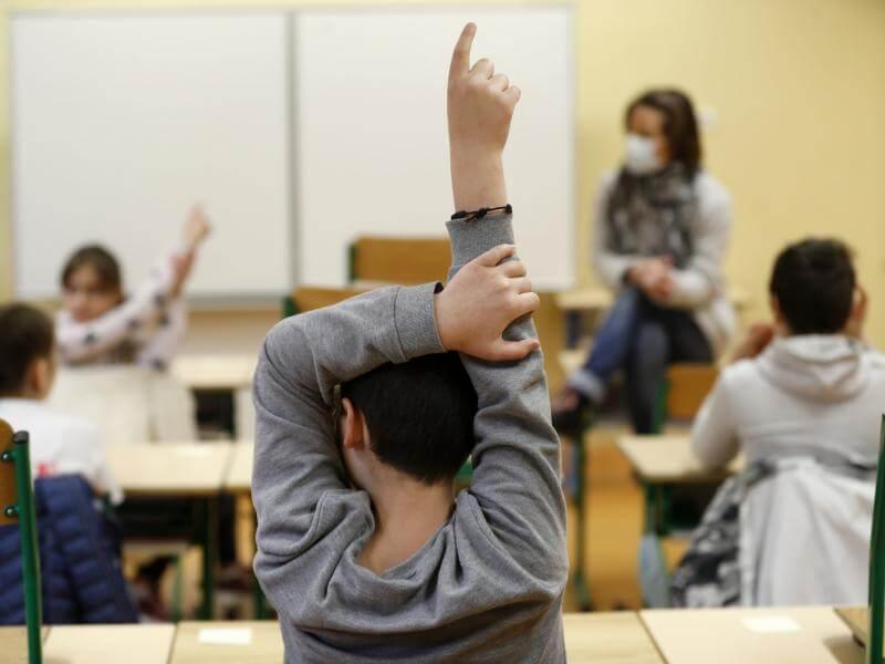Τι θα γίνει με το άνοιγμα των Σχολείων - Συνεδριάζει η Επιτροπή
