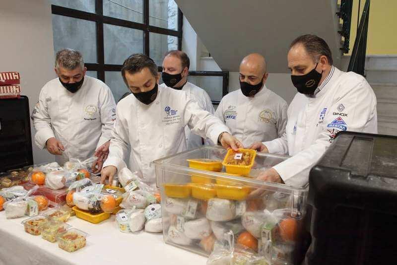 300 μερίδες φαγητού από τη Λέσχη Αρχιμαγείρων Β. Ελλάδος στο προσωπικό ΜΕΘ