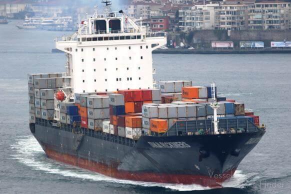 Πειραιάς : Μηχανική βλάβη σε πλοίο- container