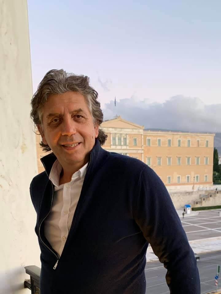 Νίκος Πέτσας κατά Άδωνι Γεωργιάδη : Καλύτερα να μασάς παρά να μιλάς