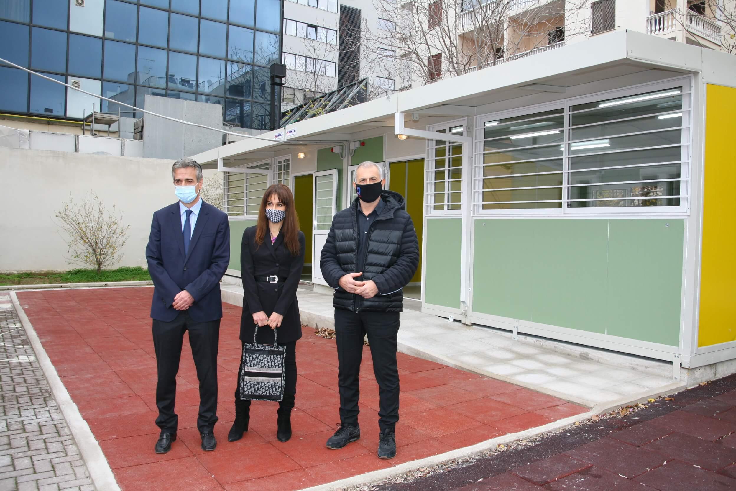 Δήμος Πειραιά : Τοποθέτησε σύγχρονες προκατασκευασμένες αίθουσες σε σχολικά κτήρια