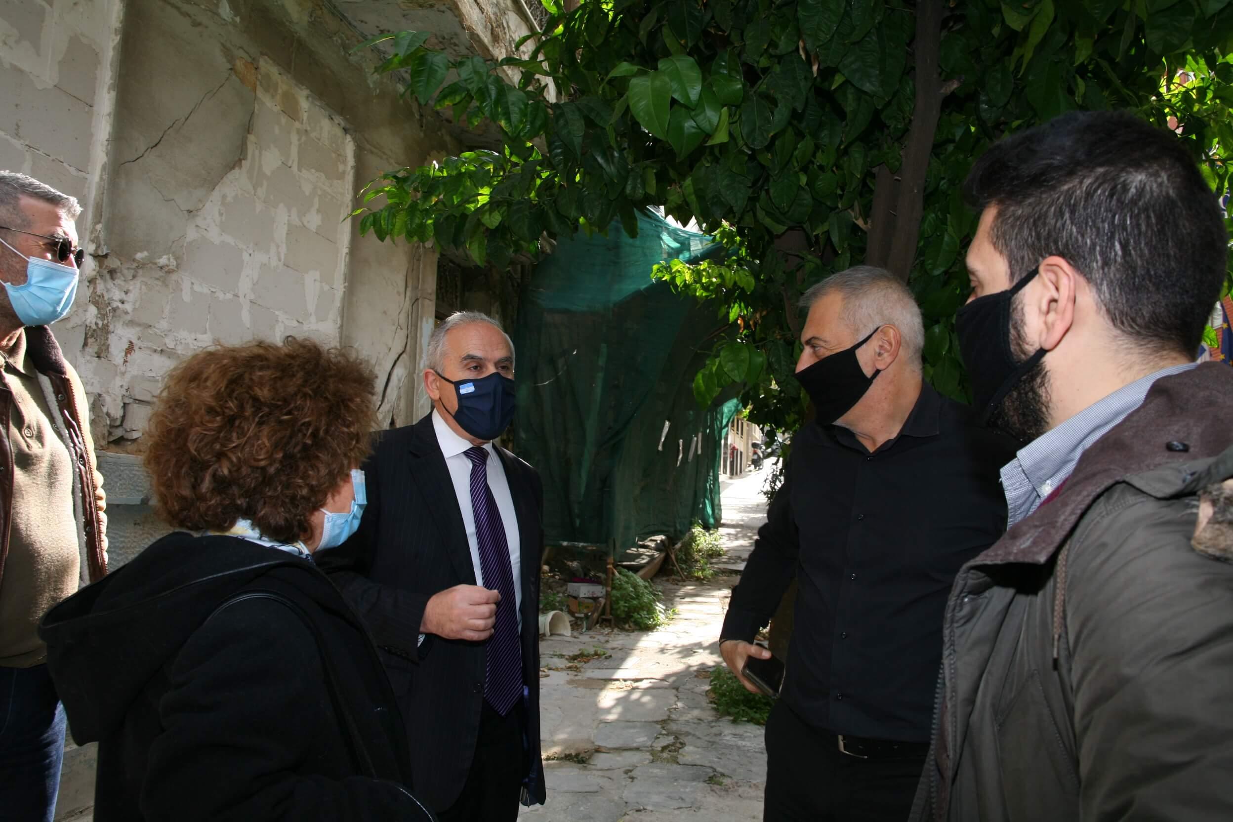 Πειραιάς : Συνάντηση Μώραλη - Ταγαρά για τα ετοιμόρροπα κτήρια της πόλης