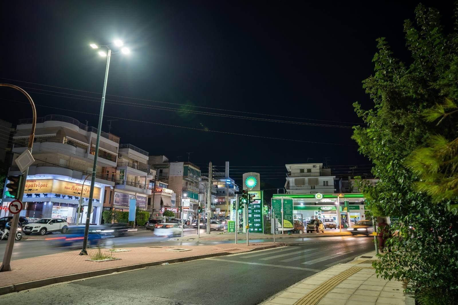 Η Γλυφάδα λάμπει με 7.950 φωτιστικά LED τελευταίας γενιάς!