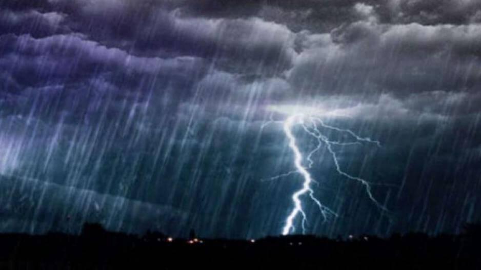 Σφοδρή βροχή αυτή τη στιγμή στον Πειραιά - Ο Καιρός σήμερα