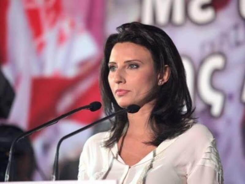 Μπαράζ αναφορών Νίνας Κασιμάτη στη Βουλή για την τηλεκπαίδευση στη Β' Πειραιά
