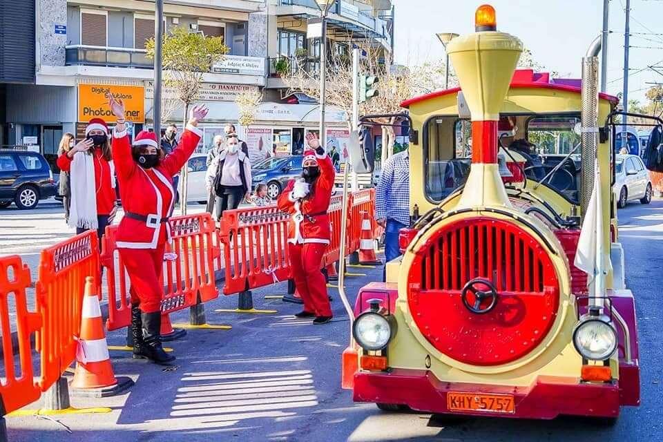 Τα κάλαντα των Χριστουγέννων ακούγονται σε όλη τη Γλυφάδα