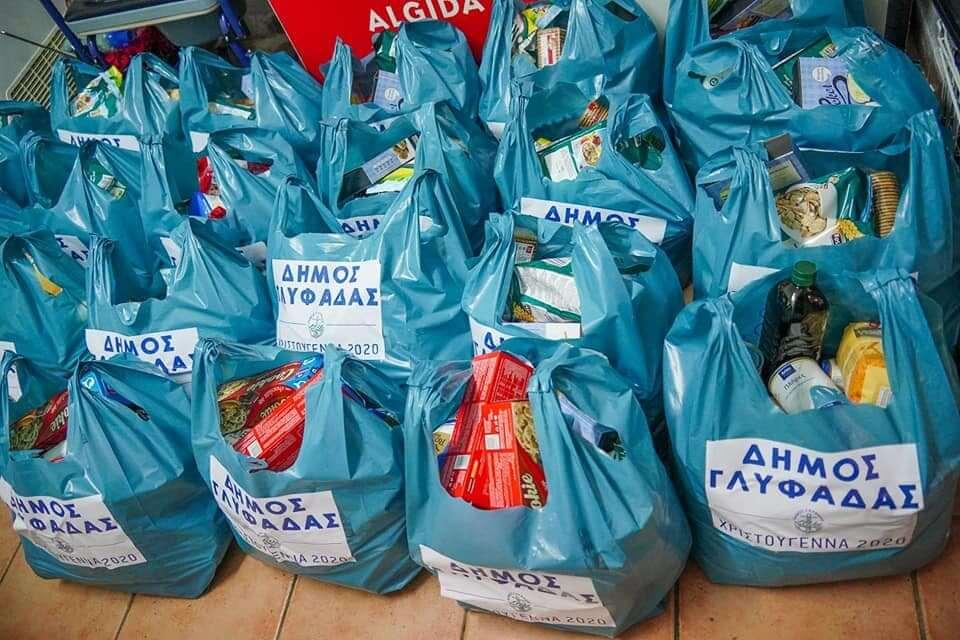 Διανομή προϊόντων από το Κοινωνικό Παντοπωλείο Γλυφάδας