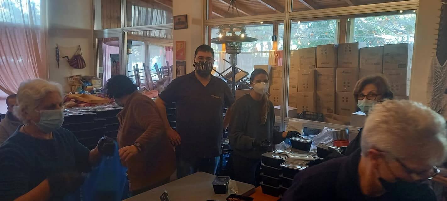 ΕΚΤΑΚΤΟ : Η Δάφνη Μητσοτάκη  στην ταβέρνα «Κρητικός»