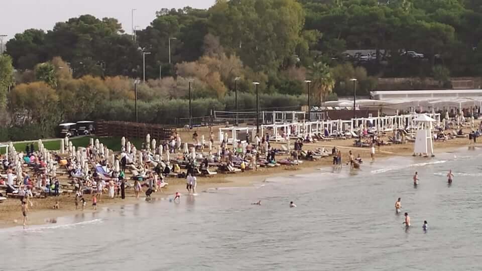 Συμβαίνει τώρα : Κοσμοσυρροή στον Αστέρα Βουλιαγμένης - Βγήκαν στις παραλίες