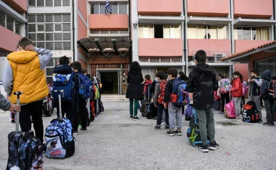 Με ενισχυμένα μέτρα προστασίας άνοιξαν τα σχολεία στη Γλυφάδα