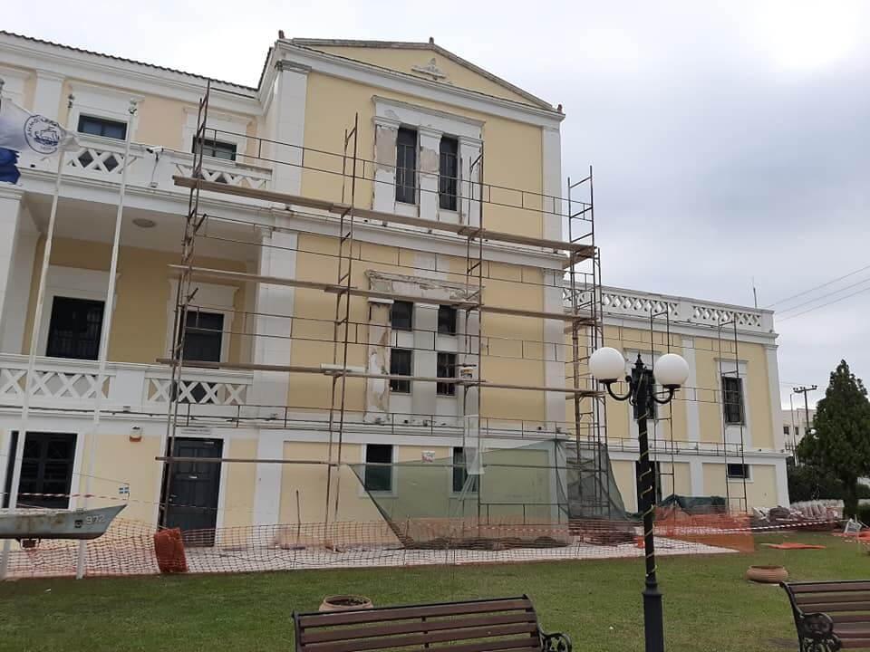 Σαλαμίνα : Ανακατασκευάζεται μετά από χρόνια το Δημαρχείο της πόλης