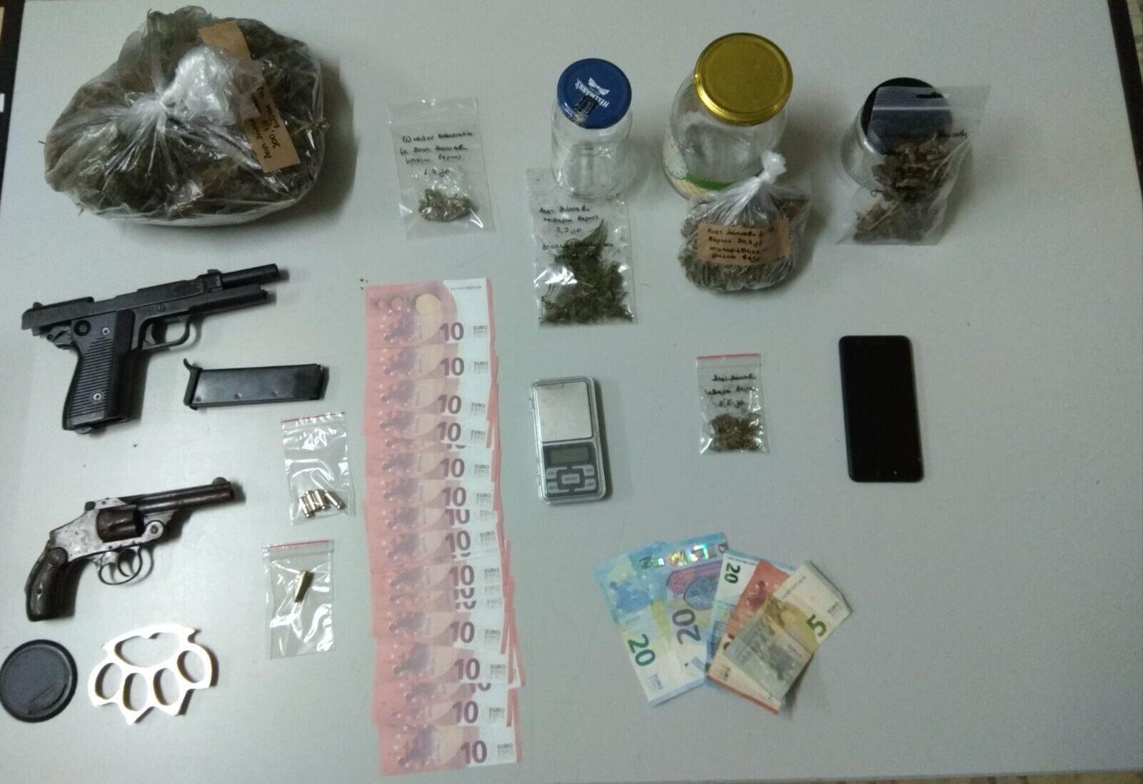 Ιωάννινα : Συνελήφθη ημεδαπός για κατοχή και διακίνηση κάνναβης, παράνομη οπλοκατοχή και κατοχή πλαστών χαρτονομισμάτων