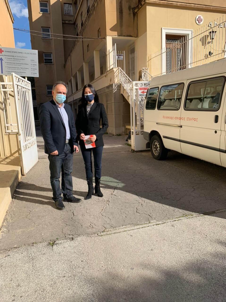 Επίσκεψη της Νάντιας Γιαννακοπούλου στον Ερυθρό Σταυρό