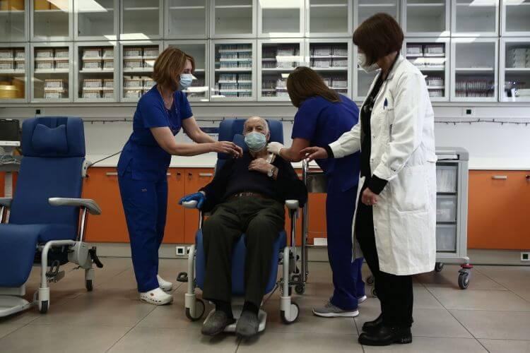 Κορονοϊός: Κέντρα Υγείας και Νοσοκομεία στη μάχη για τον εμβολιασμό πολιτών άνω των 85 ετών- Αναλυτικά η διαδικασία,η αίτηση για όσους δεν έχουν ΑΜΚΑ