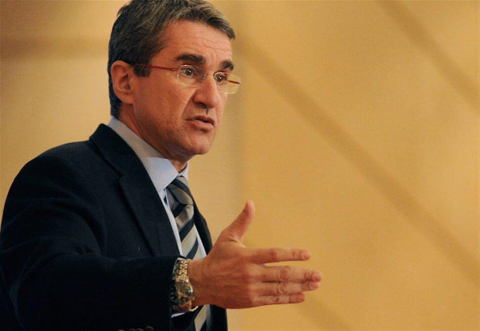 Σήμερα η ανακοίνωση υποψηφιότητας του Ανδρέα Λοβέρδου για το ΠΑΣΟΚ με σύμβολο τον πράσινο ήλιο