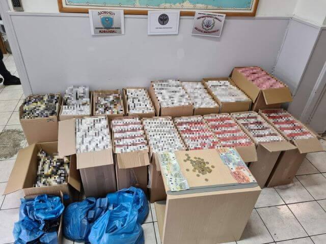 Σύλληψη αλλοδαπών για λαθραία καπνικά προϊόντα στην Καλλιθέα Αττικής
