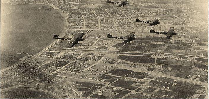 Ο Γιάννης Μώραλης γράφει για τα 77 χρόνια από τον βομβαρδισμό του Πειραιά