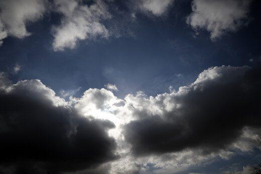 Καιρός (21/2): Νεφώσεις με σποραδικές καταιγίδες