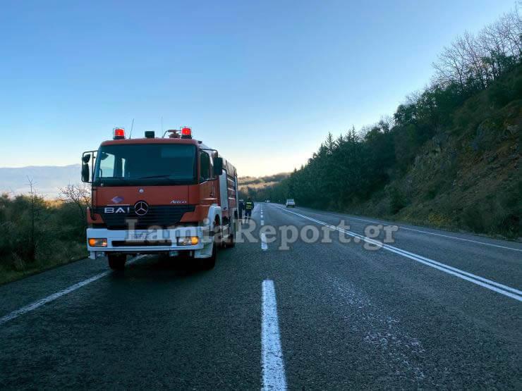Λαμία: Καθηγητές παραλίγο να καούν ζωντανοί-Στις φλόγες το όχημα που επέβαιναν