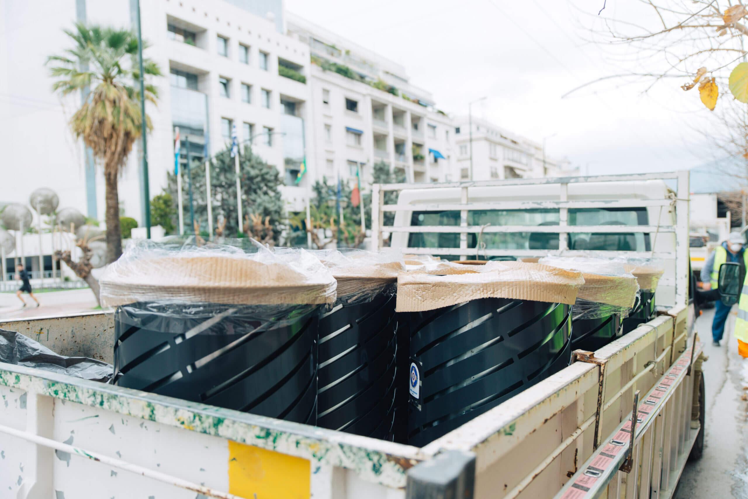 Καινούργια καλάθια απορριμμάτων στους δρόμους της Αθήνας