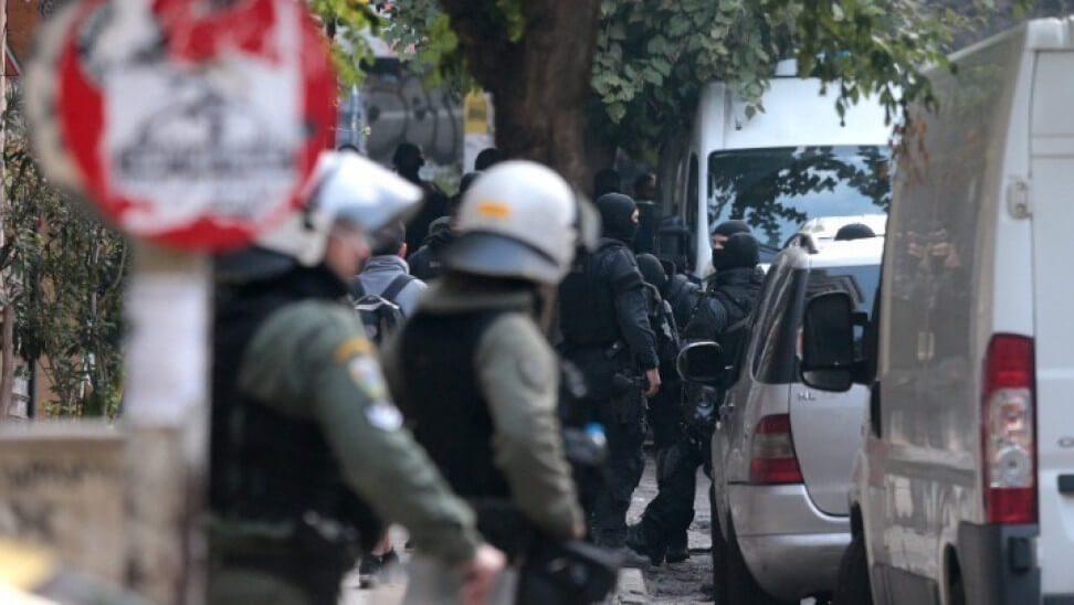 Δραπετσώνα : 3 συλλήψεις για ναρκωτικά - Εντοπίστηκε μίνι οπλοστάσιο