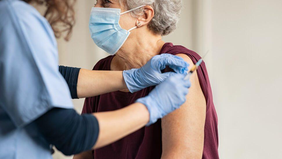 Ίλιον: Θάνατος-μυστήριο 65χρονης μετά τον εμβολιασμό της