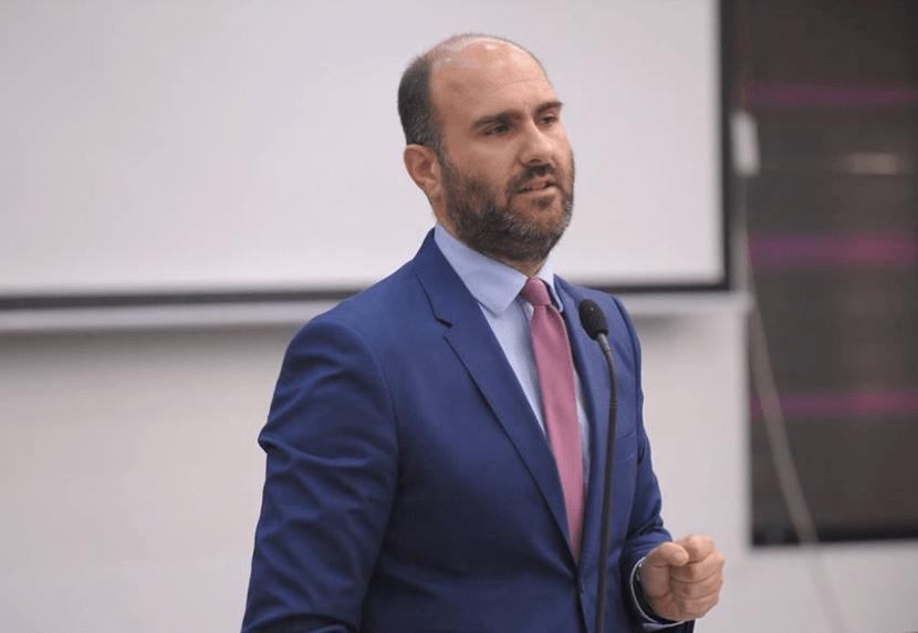 Δημήτρης Μαρκόπουλος : «Η Ρένα Δούρου, μάταια, προσπαθεί να βγει από την απομόνωση»