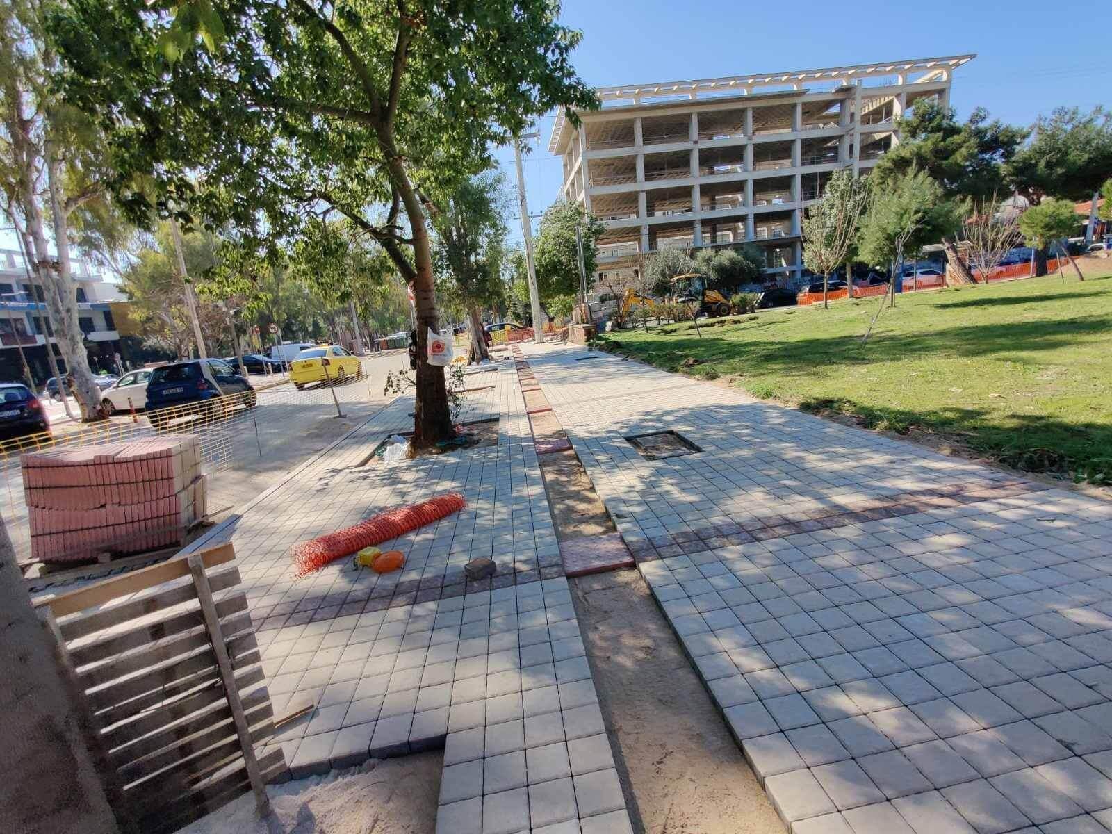 Καινούργια πεζοδρόμια και νέες ασφαλτοστρώσεις στη Γλυφάδα