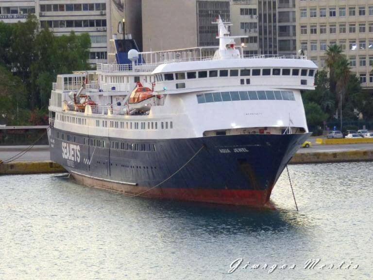 Γέννα εν πλω σε καράβι από τα Κύθηρα με προορισμό τον Πειραιά!