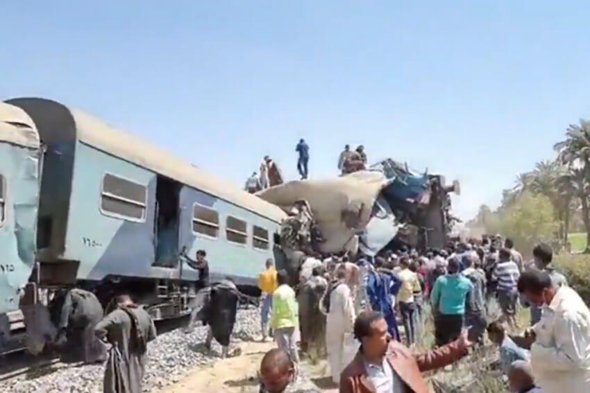 Σύγκρουση τρένων στην Αίγυπτο - Δεκάδες οι νεκροί και οι τραυματίες