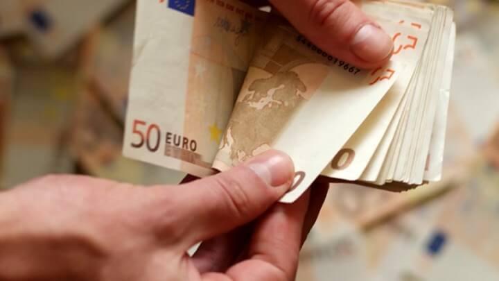 Επίδομα 534 ευρώ: Ποιές κατηγορίες εργαζομένων θα το πάρουν αύριο