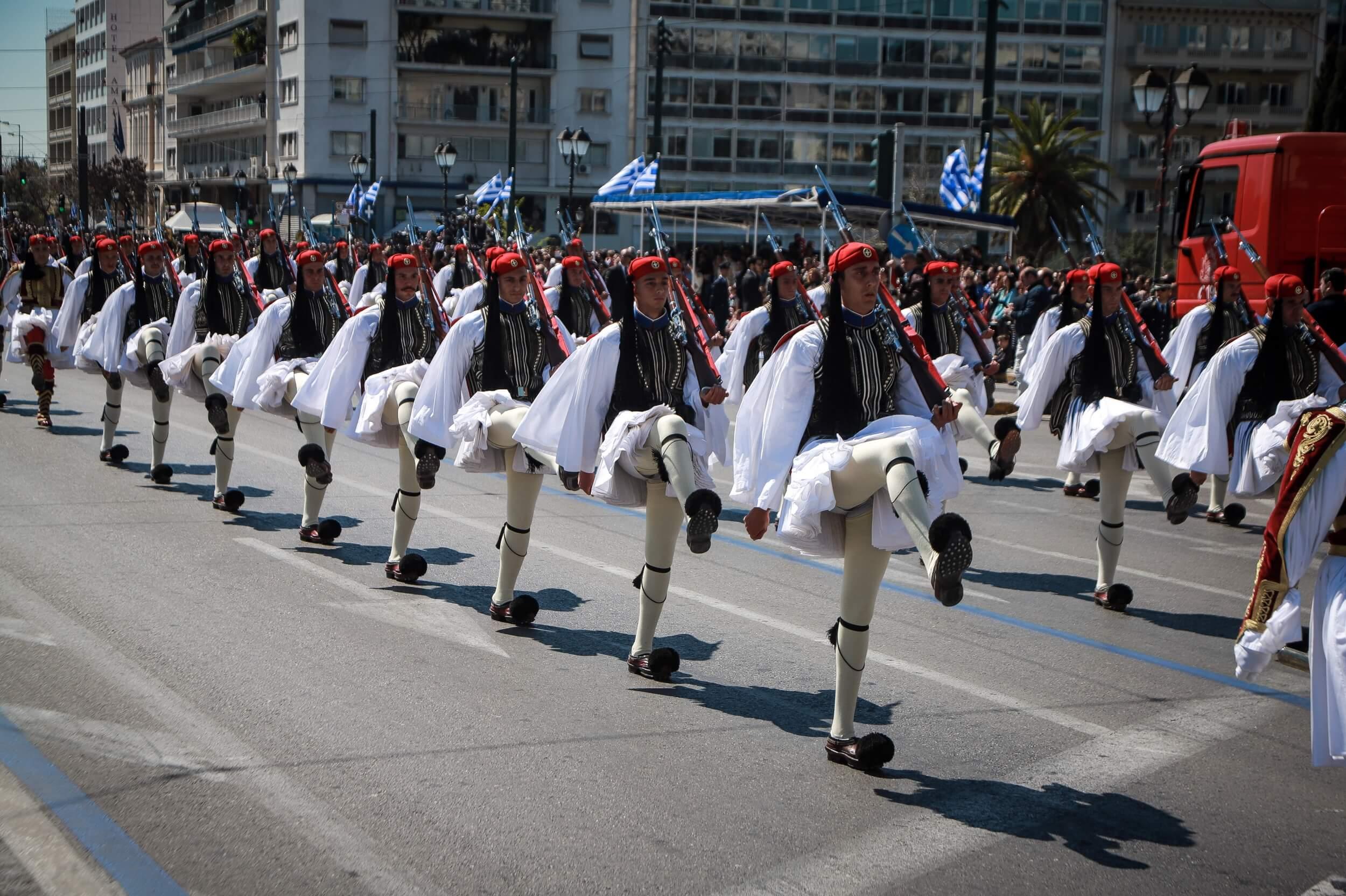 Ακύρωσε την επίσκεψή του στην Ελλάδα ο Εμμανουέλ Μακρόν-Δρακόντεια μέτρα ασφαλείας το διήμερο του εορτασμού