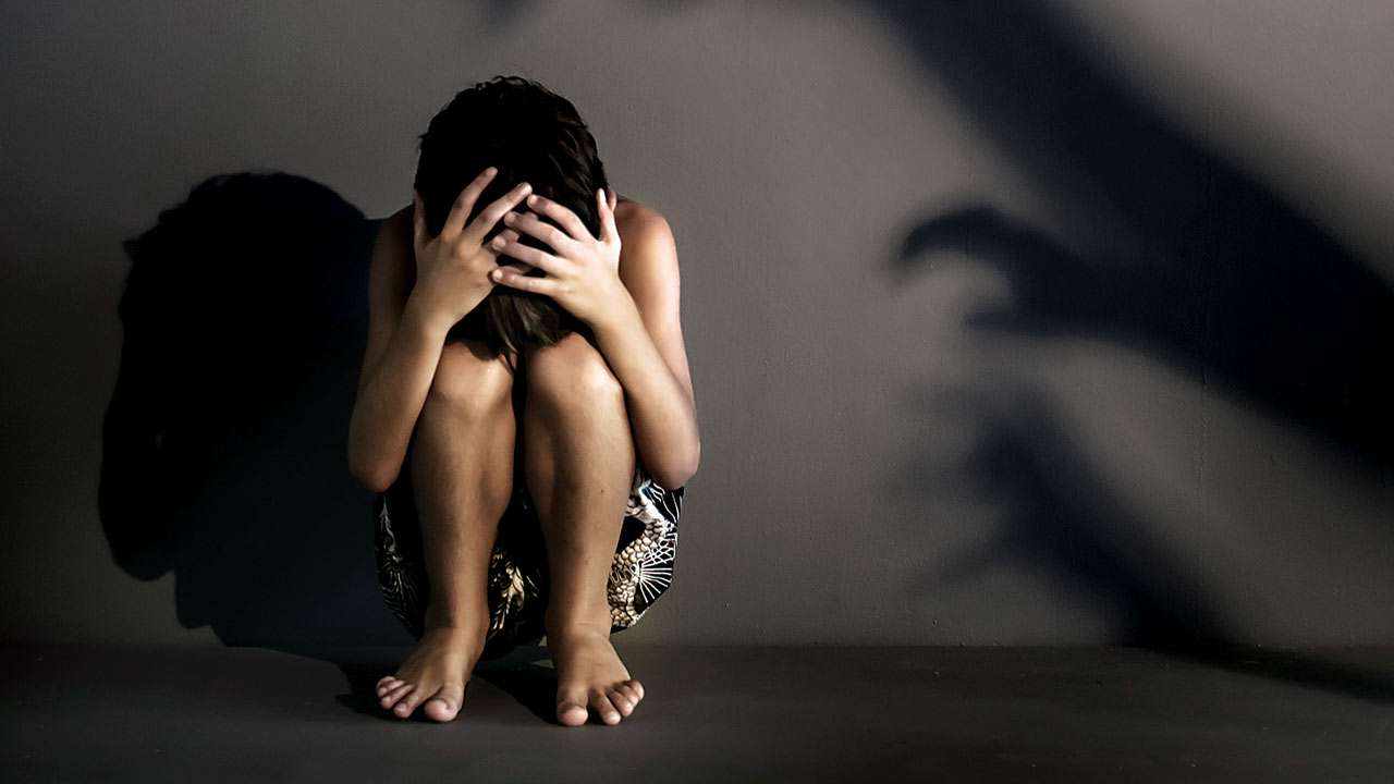 Ηλεία: «Με βίασε ο παππούς μου»