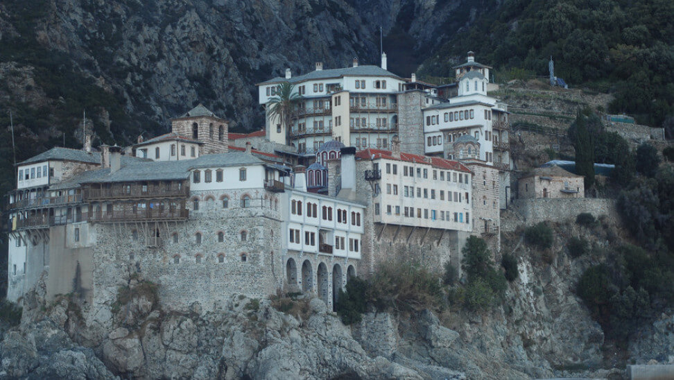 Συναγερμός στο Άγιο Όρος: 20 μοναχοί με κορωνοϊό, διασωληνωμένος ο ένας εξ αυτών