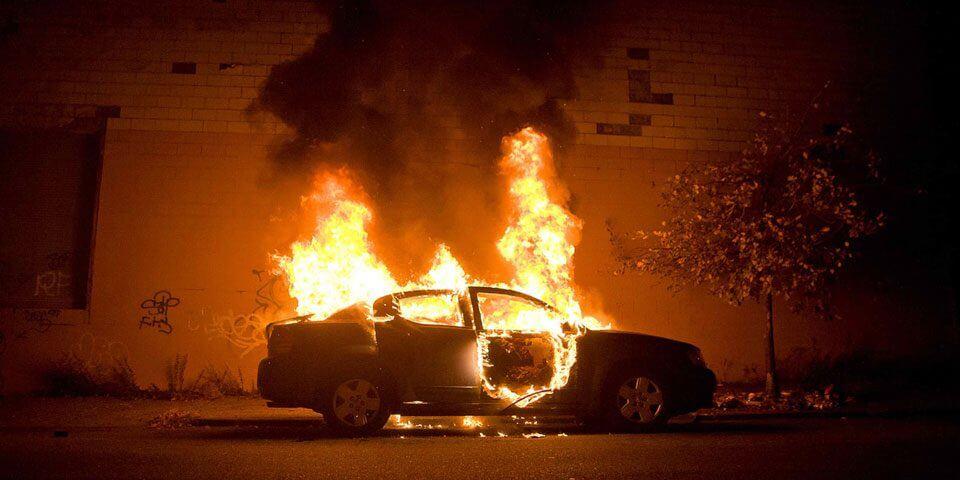 Κερατσίνι: Αμάξι τυλίχτηκε στις φλόγες