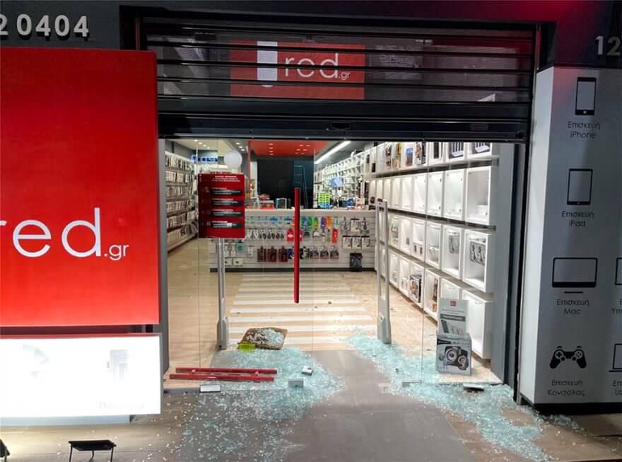 Κινηματογραφική διάρρηξη τα ξημερώματα σε κατάστημα στον Πειραιά (φώτο και βίντεο)