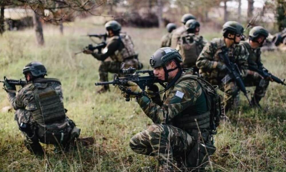 Δημοσιεύθηκε η προκήρυξη για 1.000 θέσεις επαγγελματιών οπλιτών